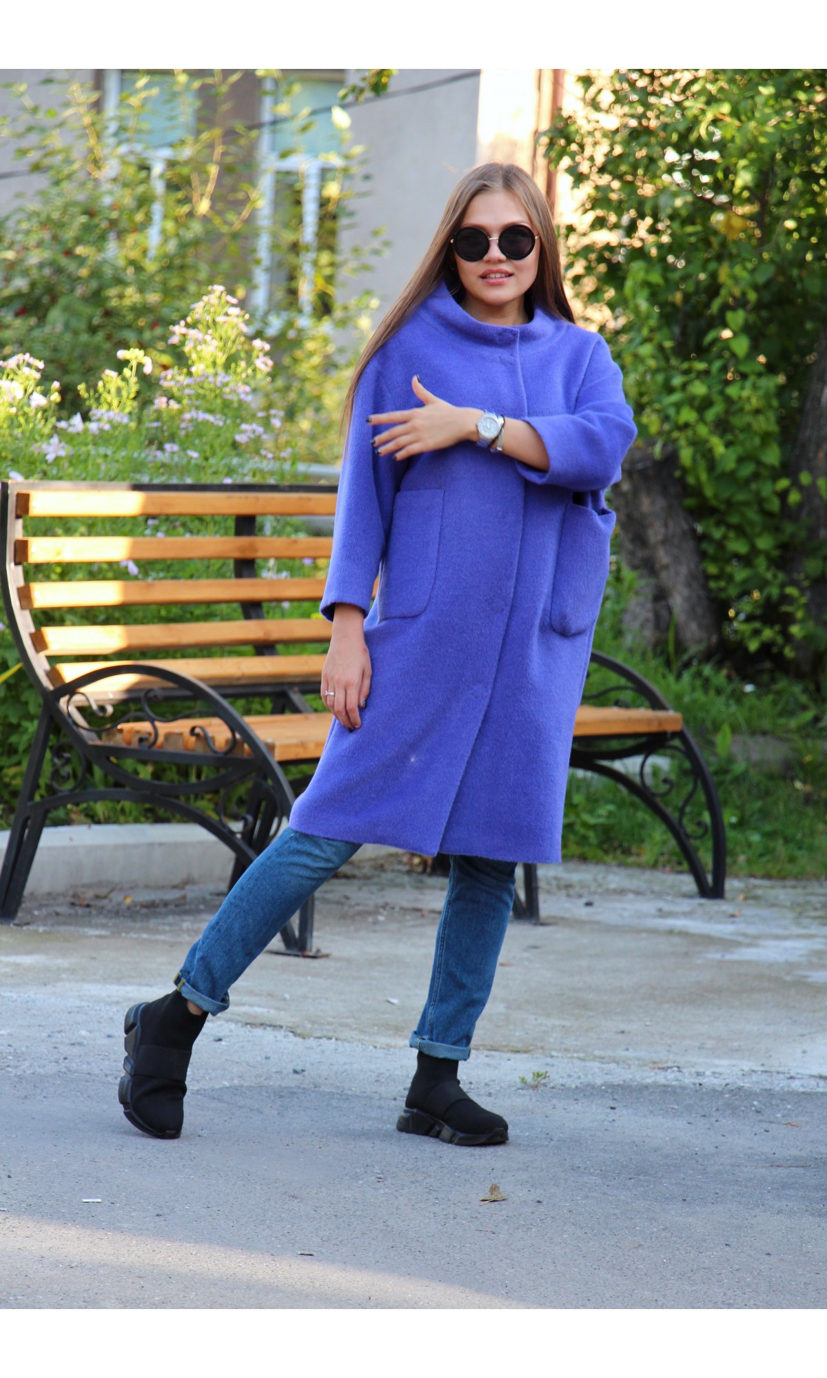 Пальто прямого силуэта насыщенного лавандового цвета